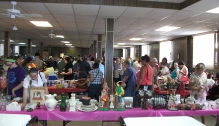 2015 Aug 1 Flea Market View of Crowd 2(800x459)